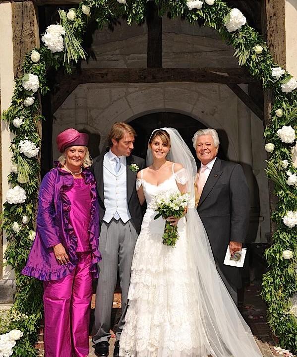 Photo de famille à la sortie de l'église
