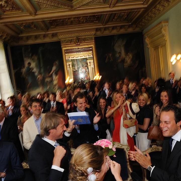Les mariés à la mairie du 7 ème arrondissement