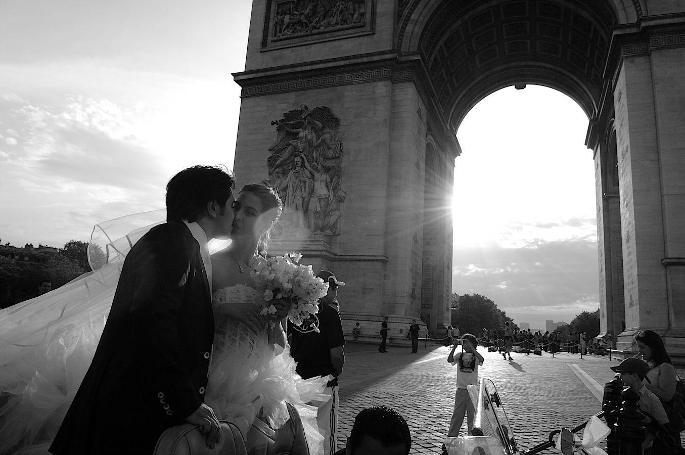 Effets de lumière noir et blanc arc de Triomphe Champs Elysées Paris