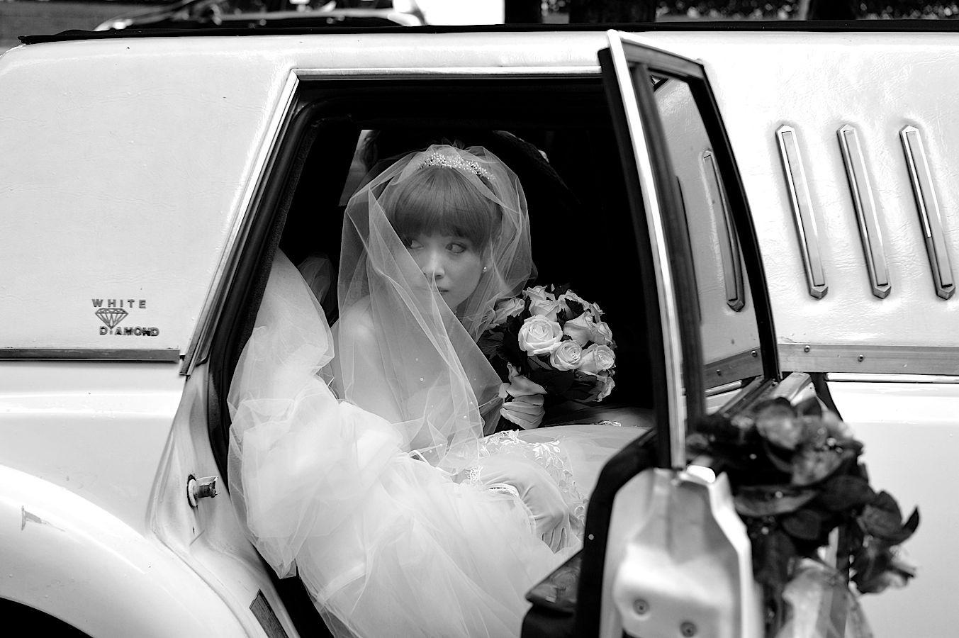 Belle actrice japonaise se mariant à Paris