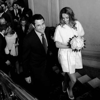 Les mariés montent vers la salle de mariage