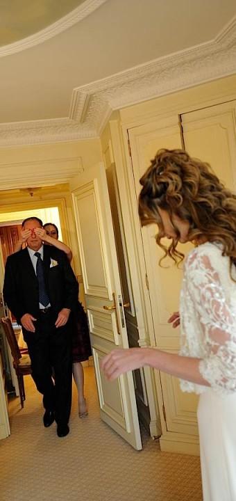 Le père de la mariée qui va découvrir sa fille