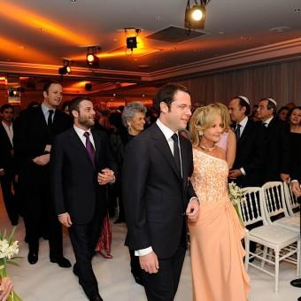 Le marié, placé à la droite de sa mère